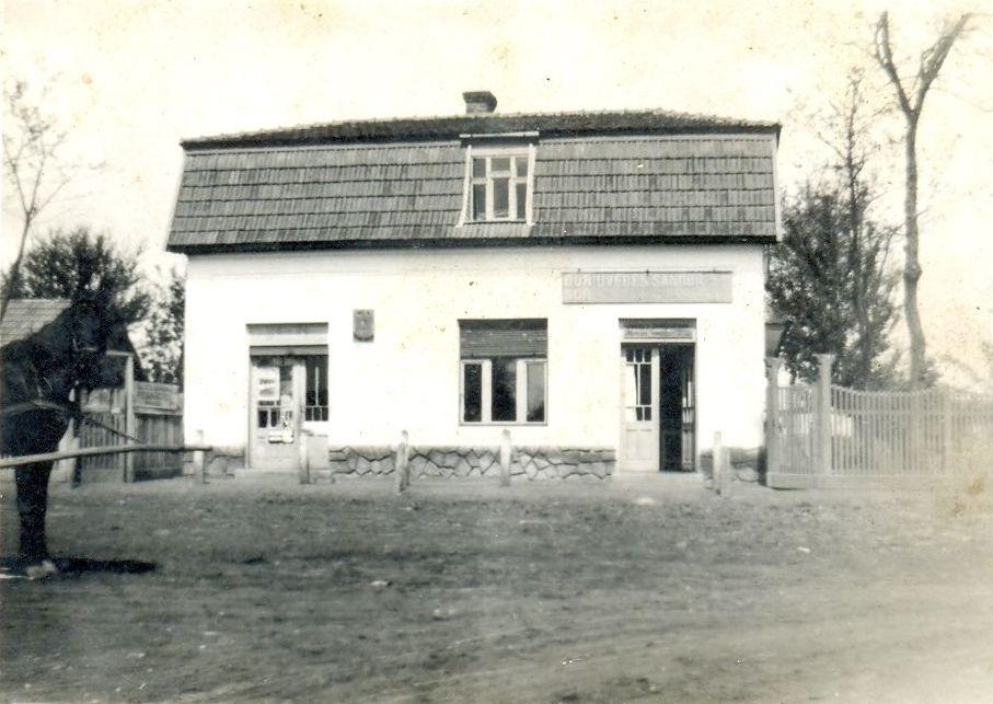 Uveges_vendeglo_es_fuszeruzlet_1939.jpg